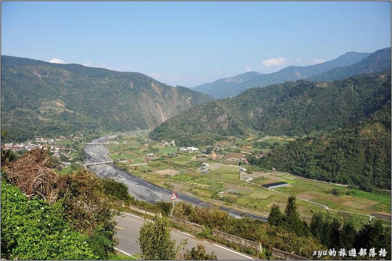 跨越了幾個山頭後,就可以看到整個村落的全貌。