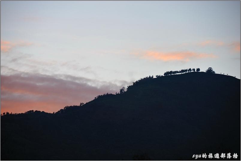夕色與山頭