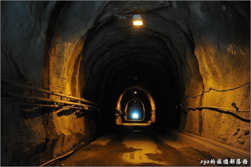 新武界隧道。從武界部落的方向出發通過新武界隧道後,準備迎接你的是一個絕景喔!